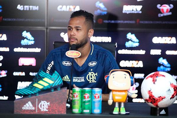 Geuvânio, ainda alegre por ter marcado seu primeiro gol no Flamengo, quer mais uma vitória