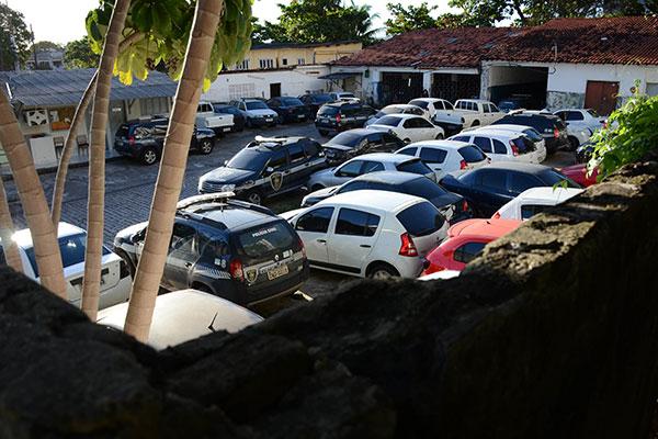 Em Natal, o pátio do Setor de Transportes está lotado com viaturas que são baixadas, diariamente, por força de panes, acidentes, manutenção e revisão