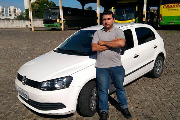 Alex Azevedo reduziu a frequência das viagens de carro