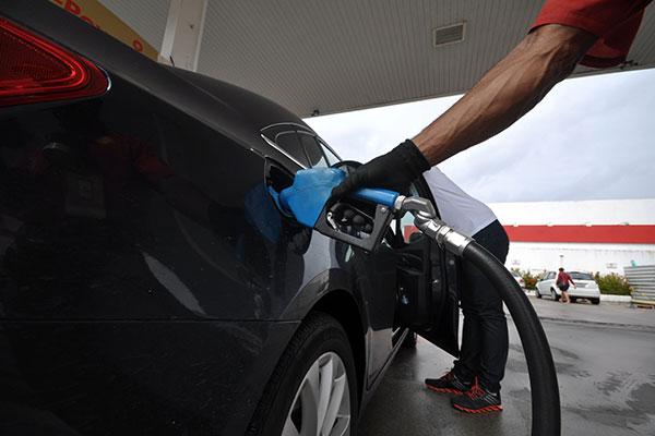Aumento dos tributos sobre combustíveis chegou a ser suspenso pela justiça, mas voltou a vigorar: Peso no bolso do consumidor