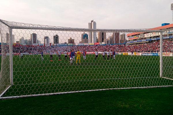 Paraná abriu o placar do jogo no fim do primeiro tempo