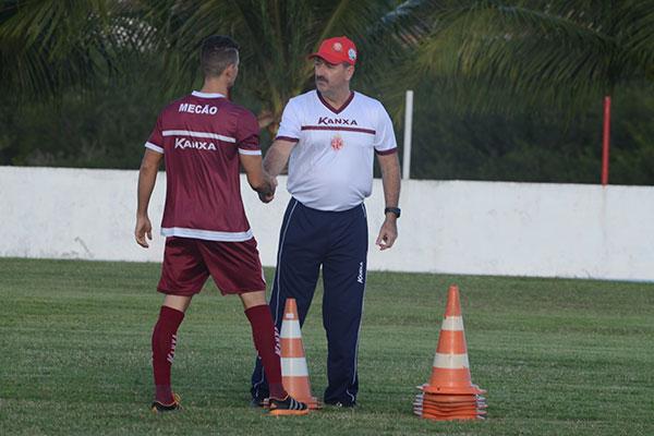 Lateral Danilo e Leandro Campos vão trabalhar juntos em 2018