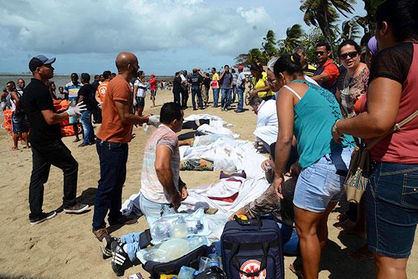 Corpos foram recolhidos após naufrágio