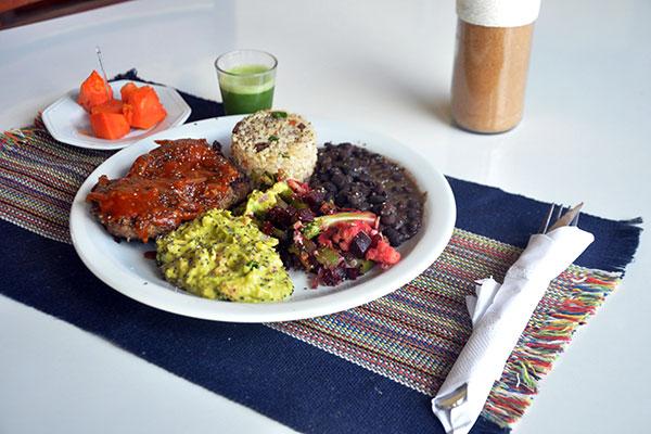 Porções generosas e equilíbrio de ingredientes e sabores fazem a fama do restaurante de Lagoa Seca. O local também fornece quentinhas