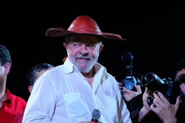 Ex-presidente Luiz Inácio Lula da Silva discursa em Mossoró, último município da programação no RN