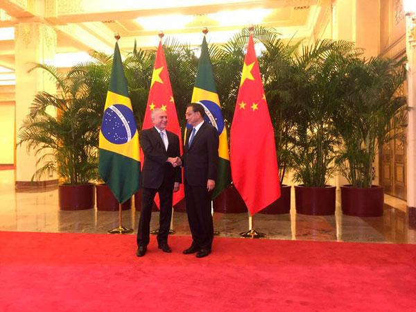 Temer e primeiro ministro chinês, Li Keqiang, após assinaturas de acordos bilaterias na China