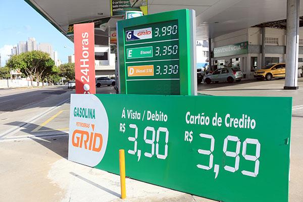 Nova política adotada pela Petrobras modifica valor nas refinarias conforme mercado externo