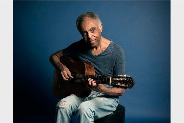 Aos 75 anos, Gilberto Gil revisita outros tempos musicais