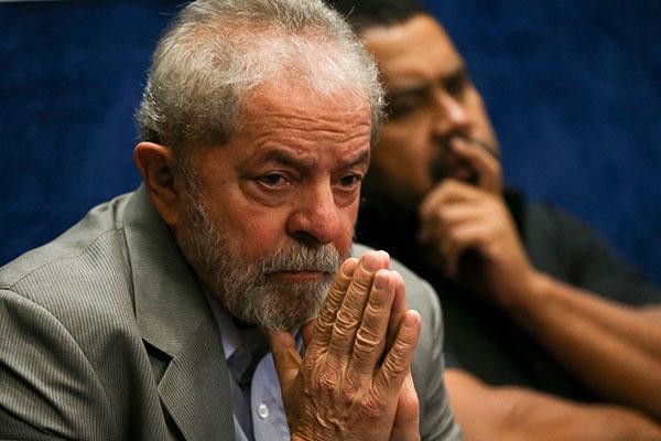Luiz Inácio Lula da Silva é acusado de envolvimento no 'esquema de negociação da medida provisória'