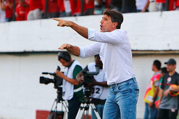 Renato Gaúcho, do Grêmio montou estratégia e ficou no Rio