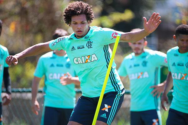 O volante William Arão pediu calma ao time e avisou que a decisão ocorrem em duas partidas