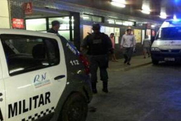 Agente penitenciário foi socorrido por policiais militares e levado ao Clovis Sarinho