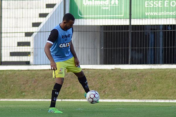 "Dalberto, que chegou a criticar o clube nas redes sociais, foi reintegrado e já pode ser titular. Ele é o artilheiro do Alvinegro na ""B"""