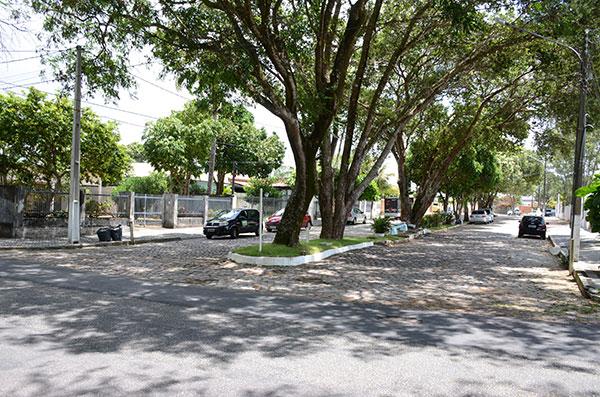 De 1984 a 1996, a Rua Prof. Paulo Pinheiro, em Capim Macio, era fechada com correntes entre 23h e 5h