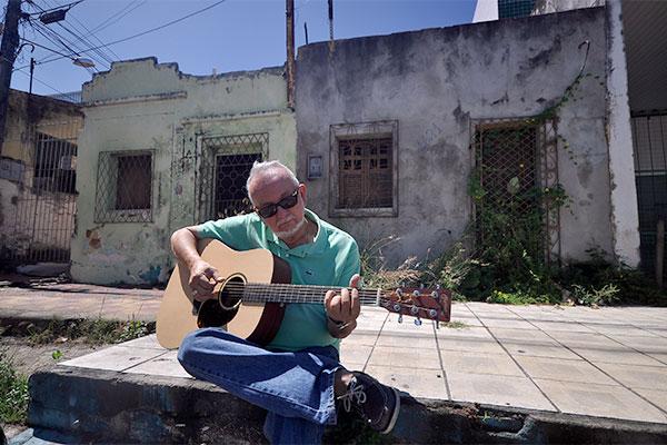 Foi na Avenida 10, também chamada rua dos Paianazes,  onde o músico Babal experimentou uma infância livre, solto na rua