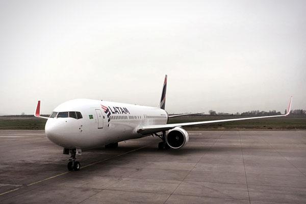 Latam informou que novas regras de bagagem reduziu valor das tarifas em até 20%