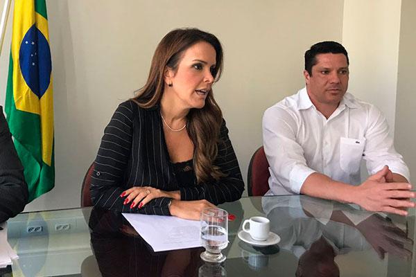 Secretária Julianne Faria falou sobre processos