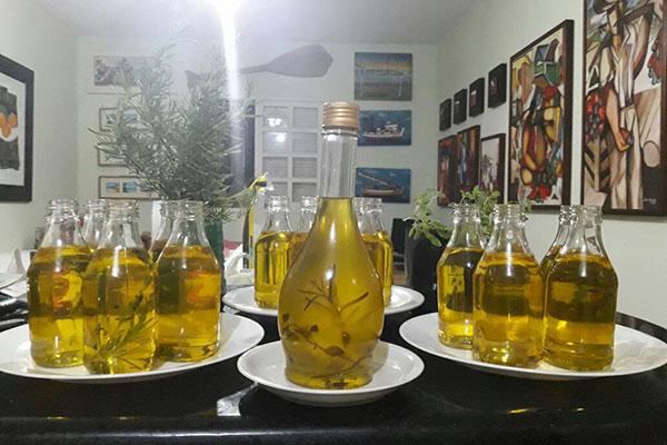 Hemínio Brito produz em sua fazenda a famosa manteiga natural clarificada (sem lactose) e aromatizada