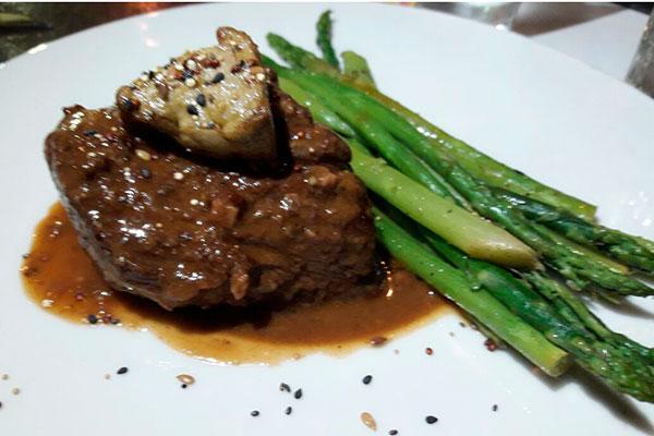 O restaurante À Dois Grastronomia apostou no sabor da carne: Filé ao Foie Gras