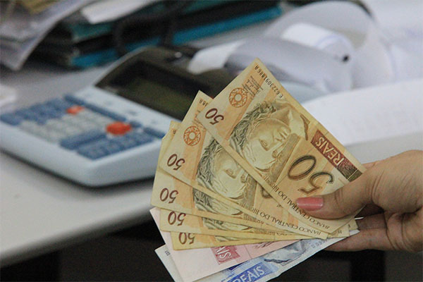 Teresinenses comprometem maior parcela da renda mensal com dívidas, diz Fecomercio