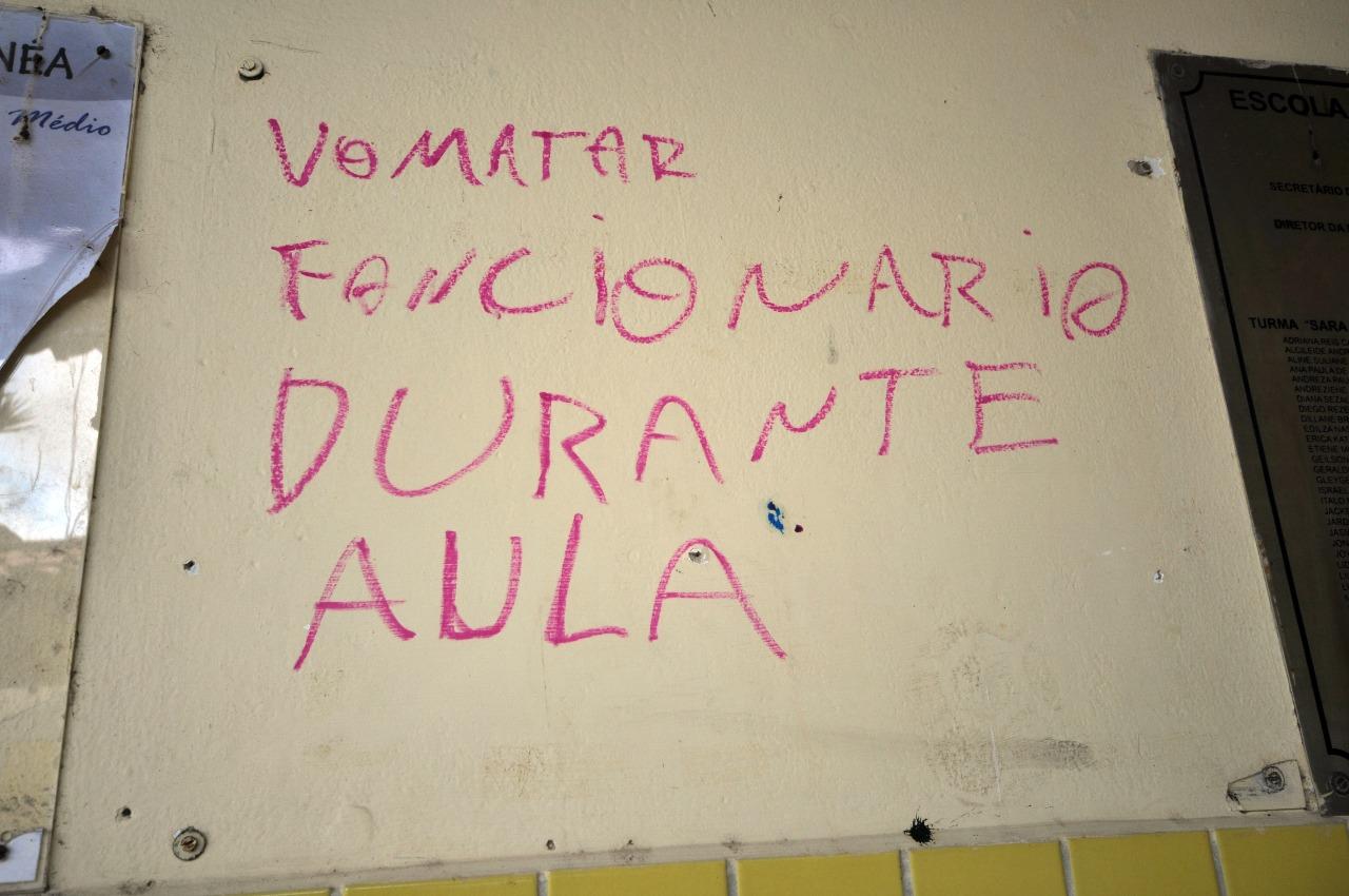 Bandidos deixaram ameaças em paredes da escola