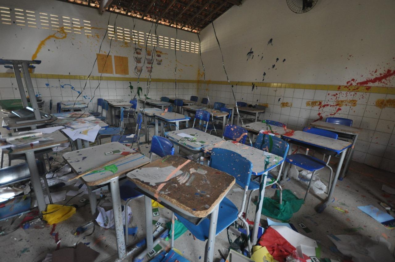 Salas de aula foram destruídas