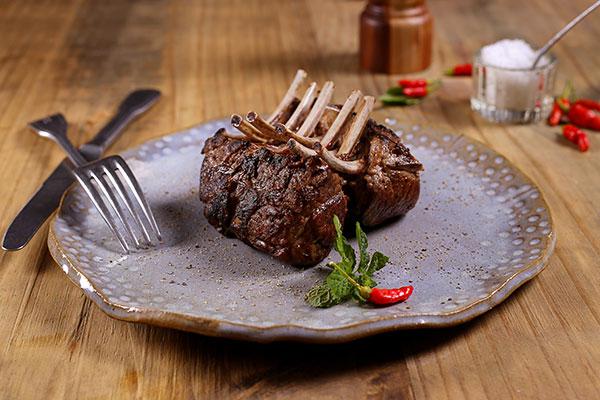 O cordeiro é hoje um dos produtos mais cobiçados na gastronomia regional. A ovinocultura será tema de palestras e oficinas