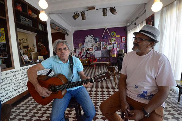Dudé e Abaeté do Cordel cantam canções sobre sertão e a poesia
