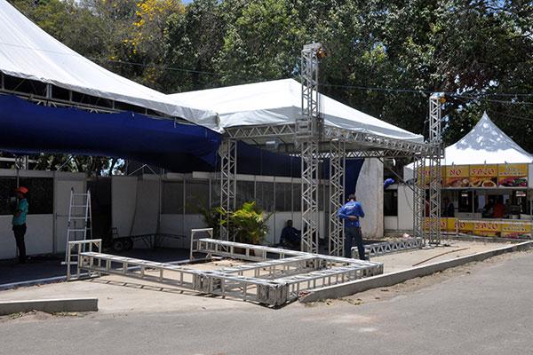 Estrutura da 55ª Festa do Boi, que teve investimentos públicos da ordem de R$ 4 milhões, estava sendo concluída na manhã de ontem