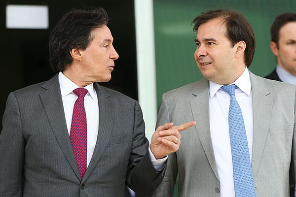 Eunício Oliveira e Rodrigo Maia contestam as medidas cautelares contra o senador Aécio Neves