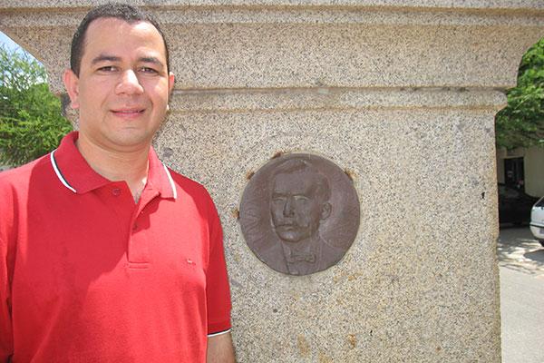 Historiador Anderson Tavares guarda apenas fotografias