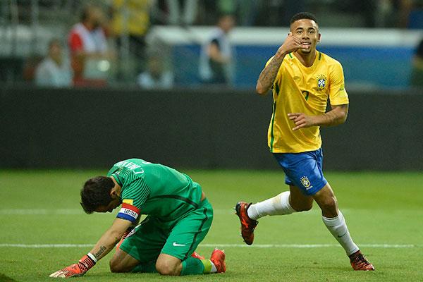Brasil se despede das Eliminatórias da Copa de 2018, com vitória sobre o Chile