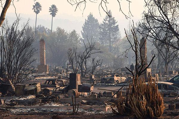 Chamas deixaram rastro de destruição em região próxima da capital da Califórnia, Los Angeles