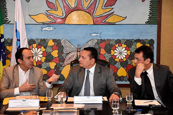 Fábio Dantas foi à Assembleia para a entrega dos projetos que integram as medicas fiscais