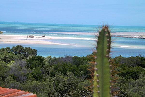 Um dos lugares mais bonitos do litoral potiguar é Diogo Lopes, distrito praiano de Macau. A vila de pescadores abriga atualmente a Reserva Sustentável Ponta do Tubarão