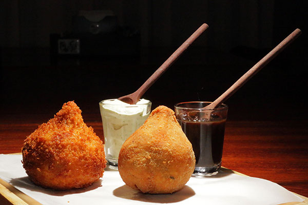 A coxa desossada e empanada ganhou o nome de o Ki Frango Cacetêro (KFC)