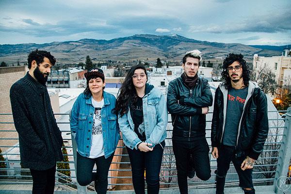 Banda lançou em agosto o álbum Unlikelly, que aponta para uma aproximação com o mercado internacional