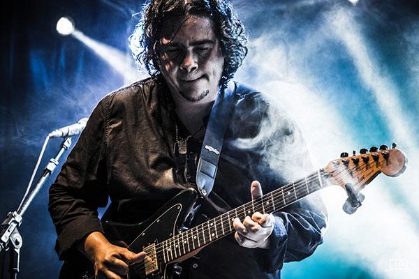 O guitarrista cearense Roberto Lessa integra o comboio