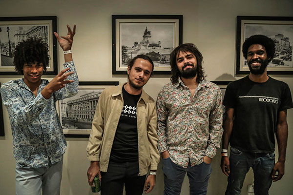 De Belém, chega a Molho Negro para amplificar as guitarras de seu garage rock