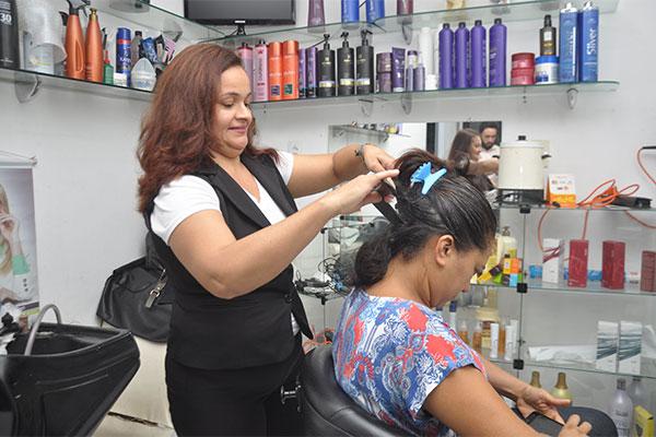 Crediamigo viabilizou negócio da cabeleireira Antônia Pierote