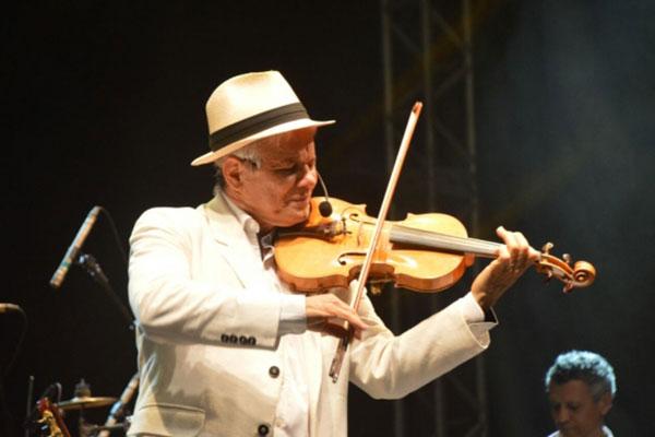 Antônio Nóbrega fez o show de encerramento do festival