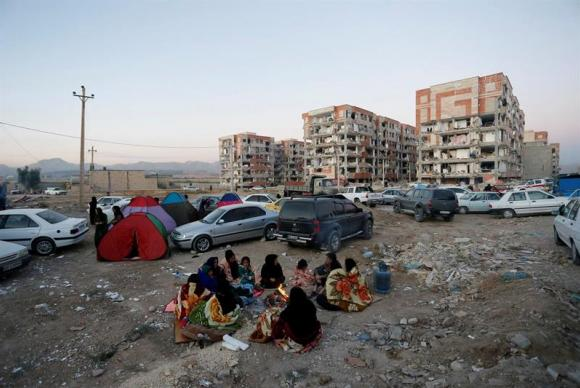 Milhares de pessoas ficaram desabrigadas após terremotos