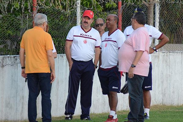 Leandro Campos traçou plano de treinos com a comissão técnica