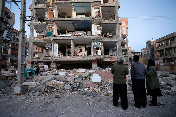 Região de Kermanshah foi a mais atingida com forte tremor; prédios inteiros ficaram destruídos