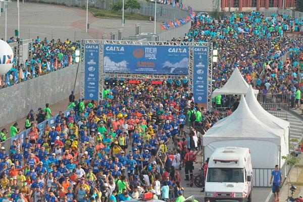 A largada é sempre um dos pontos altos da corrida, que reuniu, este ano, cerca de seis mil atletas de todas as partes do Brasil