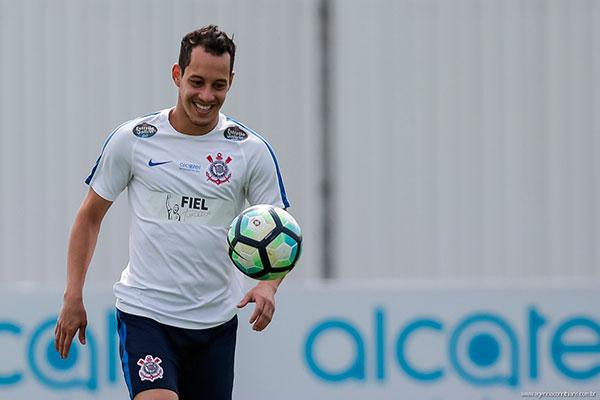 O meio de campo potiguar, Rodriguinho fez dois gols em um jogo contra o Fluminense em 2016. Hoje estará em campo de novo
