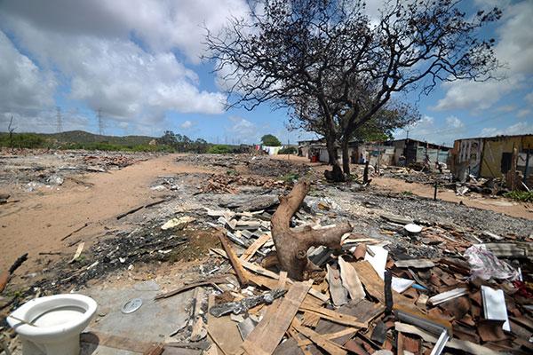 O incêndio no assentamento 8 de Março ocasionou inúmeras perdas materiais no local