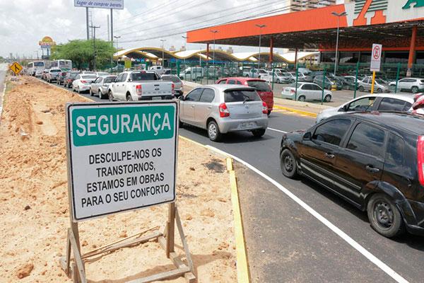 Interdição da BR 101 em frente ao supermercado Atacadão