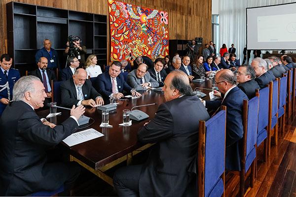 Michel Temer reúne governadores para articular adesão à reforma