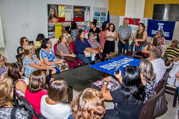 Em coletiva de imprensa realizada nesta sexta-feira (24), Sinte anuncia protesto e ameaça greve